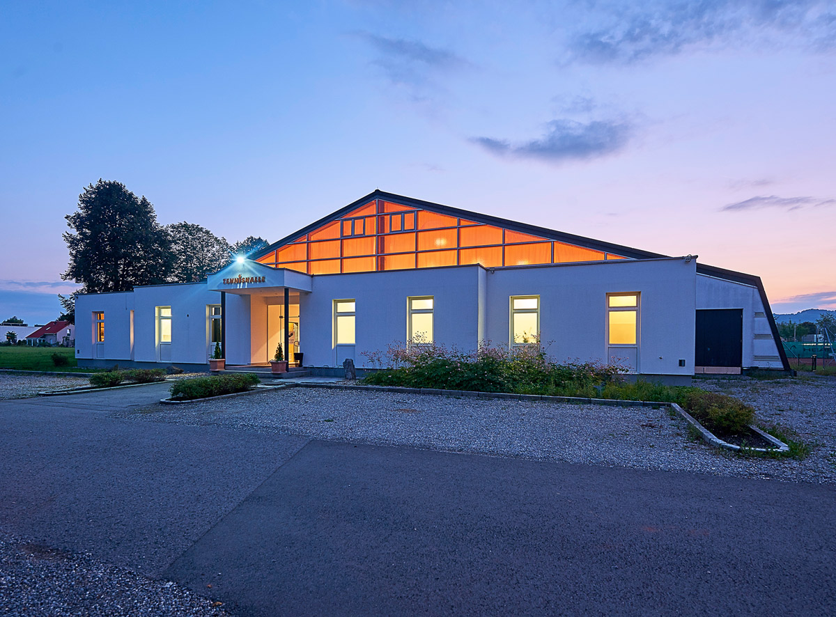 Tennishalle Lustenau bei Nacht